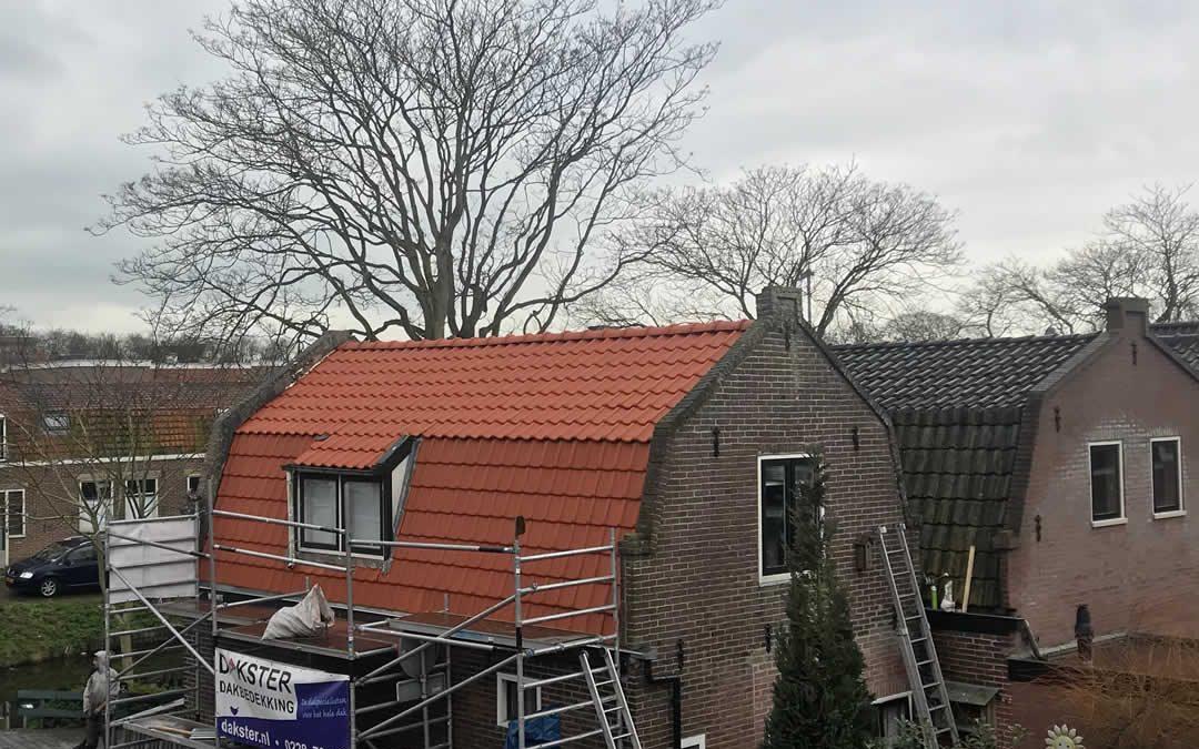 Nieuwe dakpannen Enkhuizen